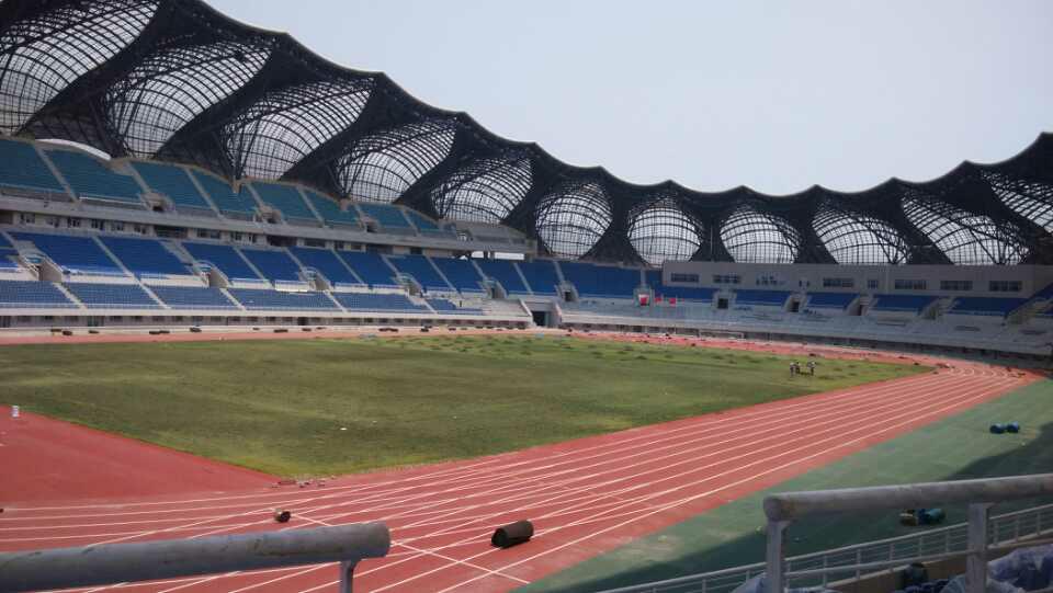 安庆体育中心卫生间隔断项目顺利竣工